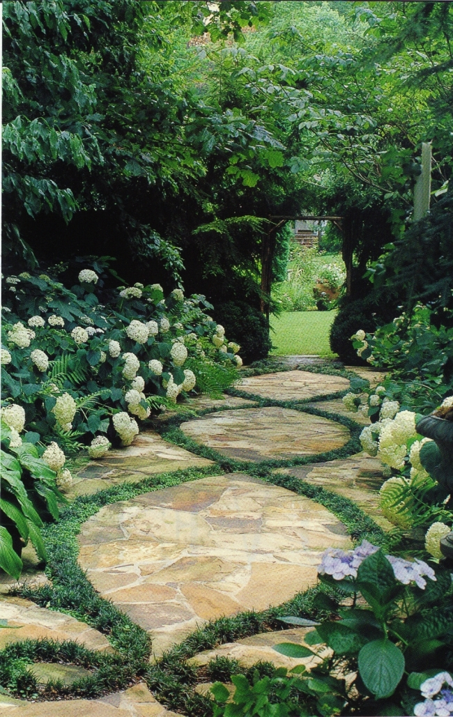 Garden Pathway | via Vintagehomeca