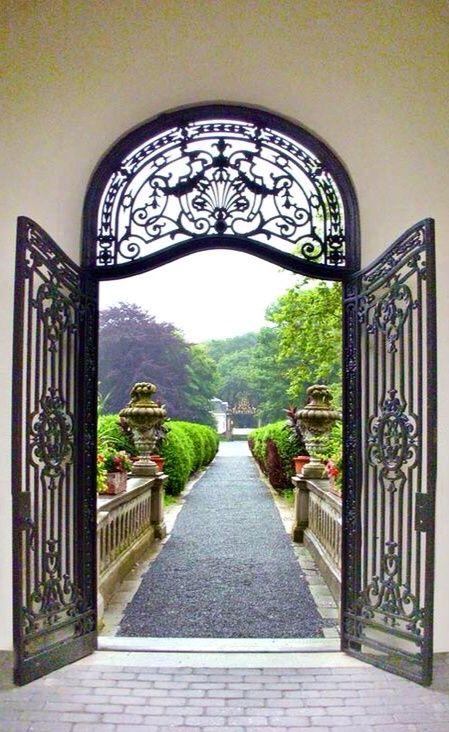 Garden Pathway | via Myinnerlandscape