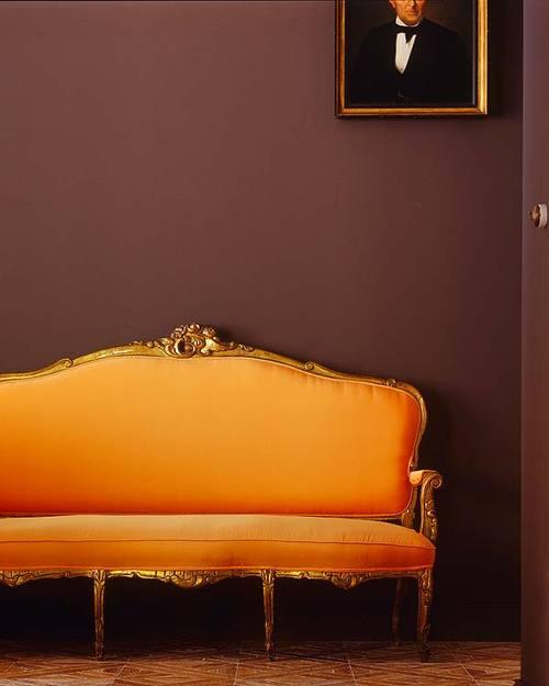 Boogie's Boutique | Camelback Sofa