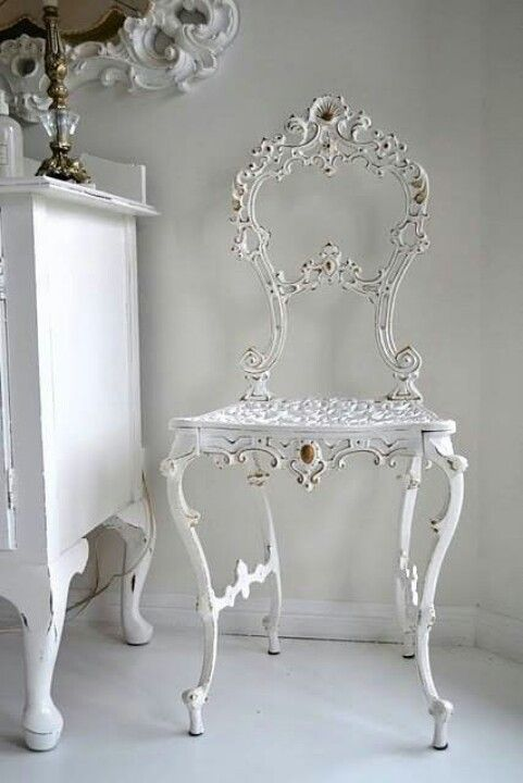 Boogie's Boutique | White Iron Chair